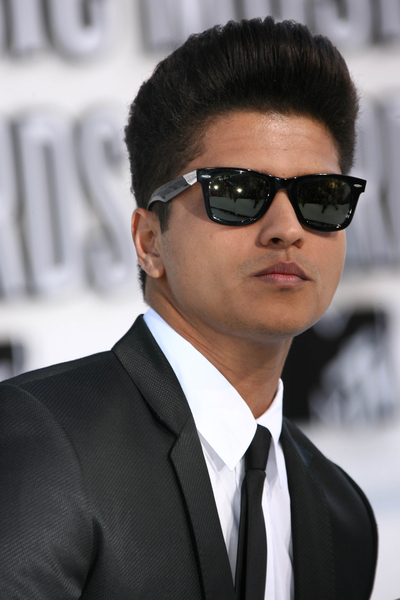 http://fajar169.files.wordpress.com/2011/10/bruno-mars-091210.jpg